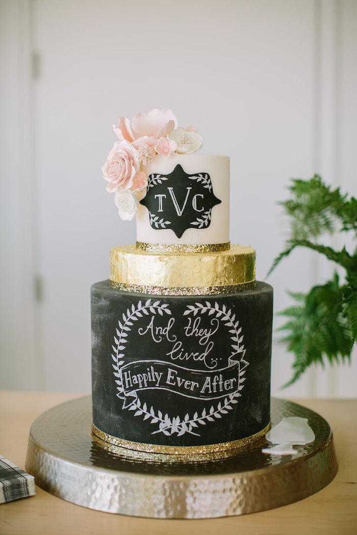 Image gateau de mariage beau, quelle décoration de gâteau mariage choisir un gateau stylé en noir blanc et dore