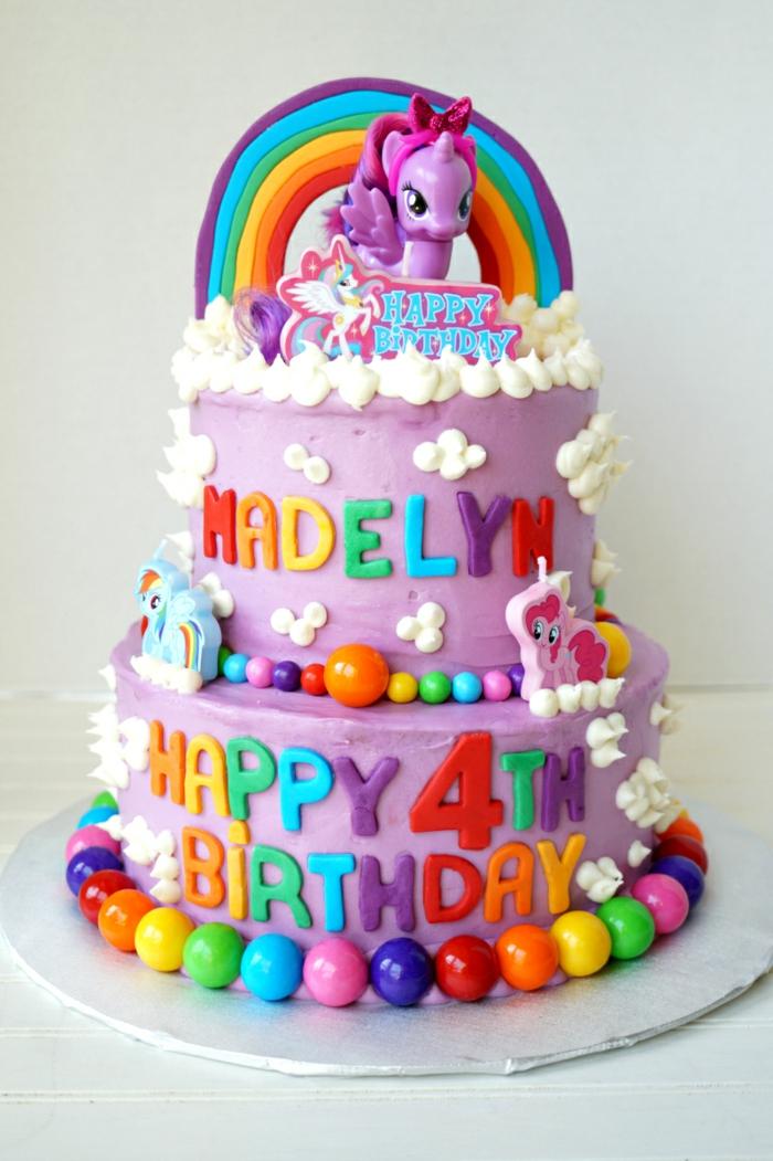 gateau pour anniversaire, couleur lilas, lettres colorées, arc en ciel, unicorne, gateau d'anniversaire personnalisé