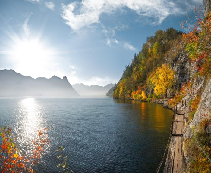 lac dans la montagne, images fond d'écran jolies, lever du soleil, arbres aux feuilles jaunes