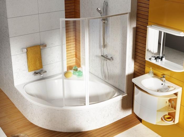 idée quelles couleurs pour une petite salle de bain avec baignoire d'angle, modèle meuble sous vasque à design rangement ouvert