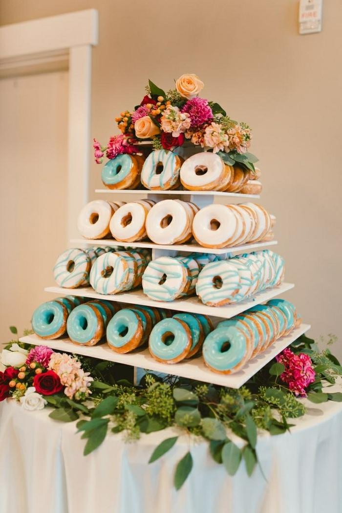 gateau mariage et anniversaire, idée jolie pour la création d'un gateau facile en donuts