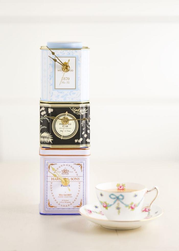 des boîtes de thé vintage détournés en horloge originale, bricolage facile d'une horloge à partir d'un objet recyclé