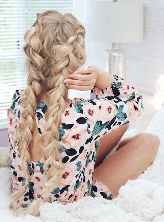 Ondulé coiffure bohème boucles cheveux style bohème, coiffure mariage femme boheme, tresses collées longues et décoiffées