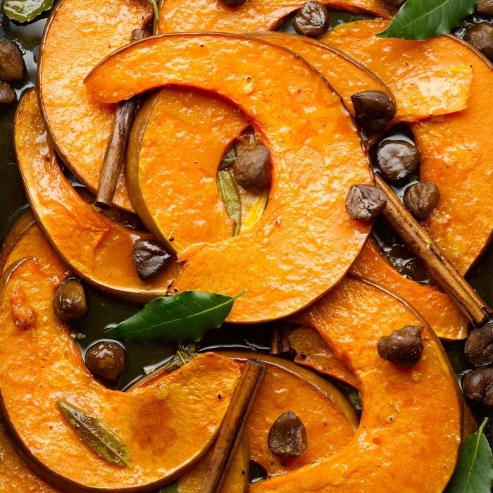des lamelles de courge musquée rôties au four, aux marrons et aux épices, recette citrouille au four rapide et originale