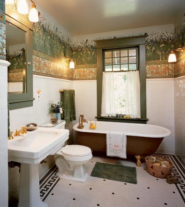 frise papier peint à motif végétal posé en haut du mur dans la salle de bains pour une ambiance zen et naturelle