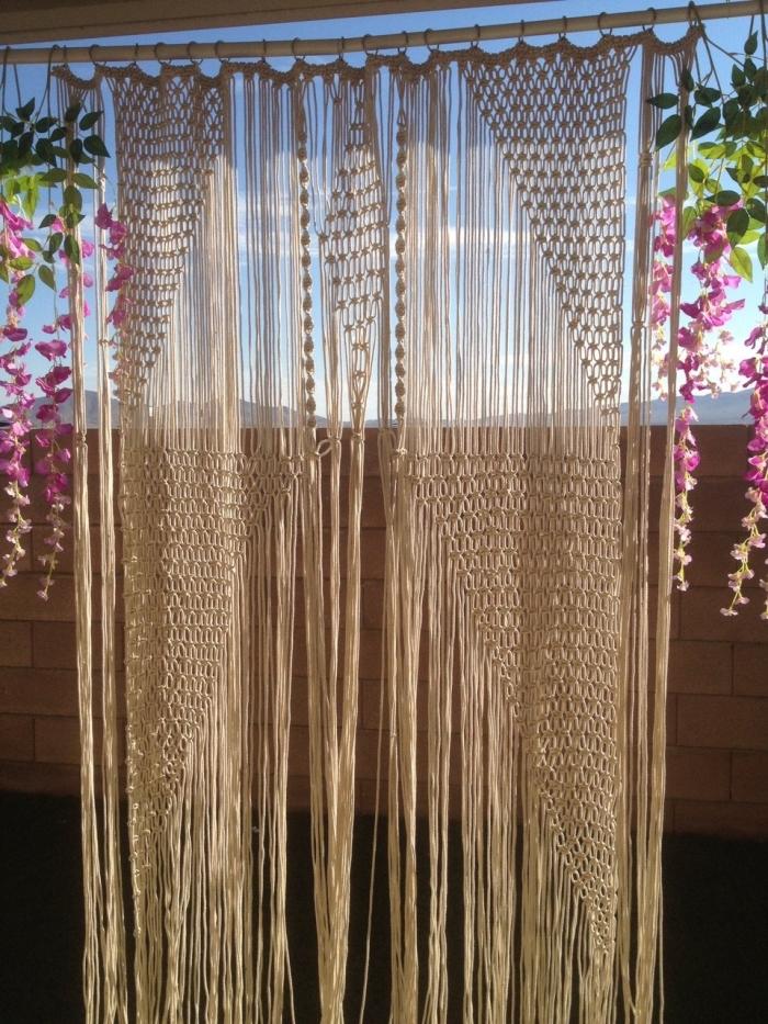 comment décorer son balcon ou jardin avec un rideau en macramé diy, modèle de rideaux en noeuds macramé facile