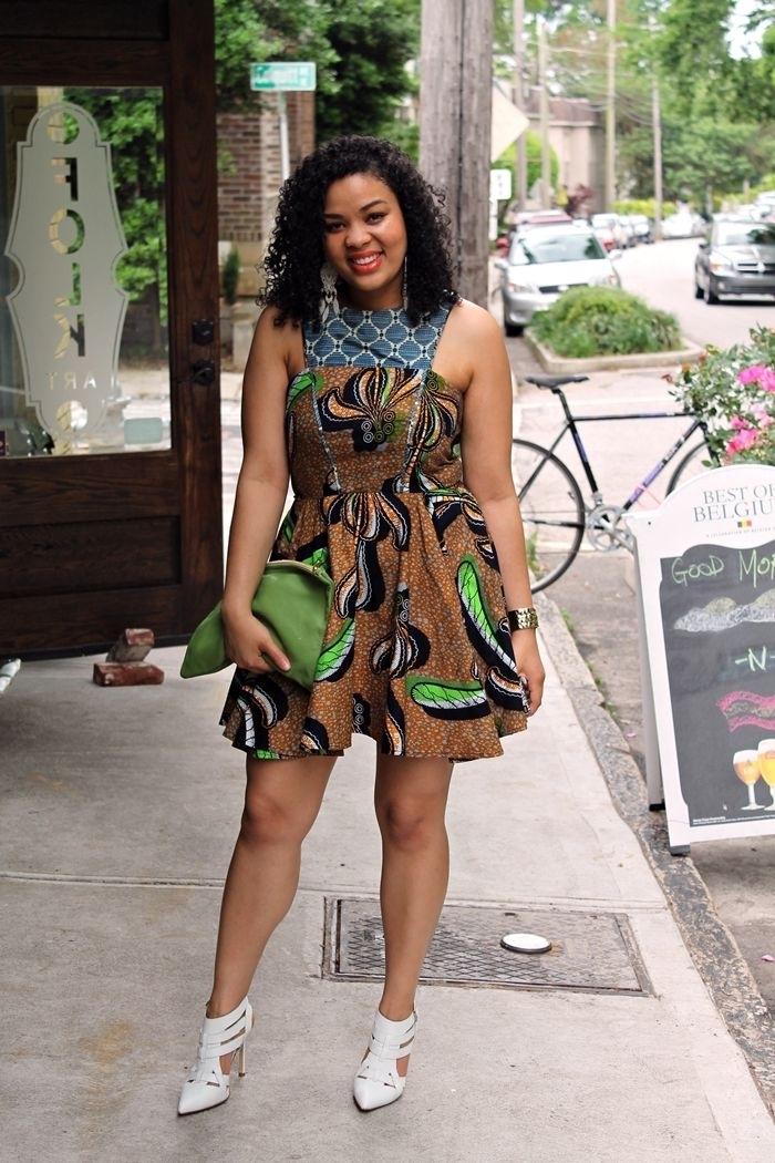 petite robe asymétrique qui mixe deux imprimés wax de façon originale, tenue africaine femme moderne