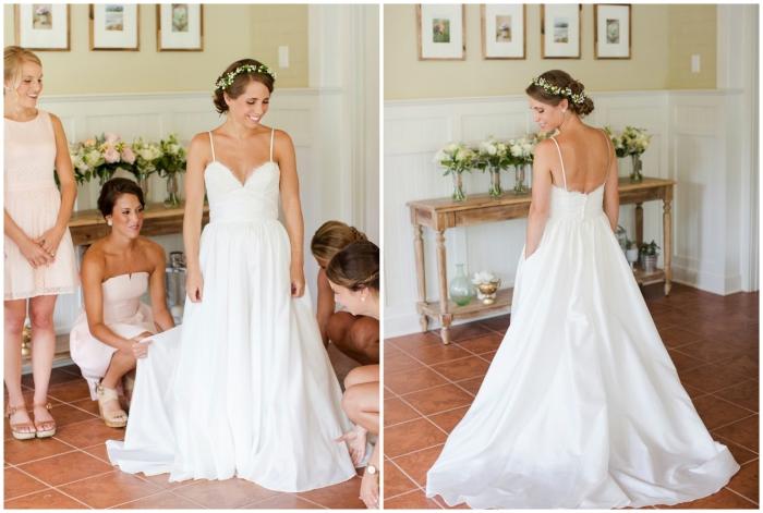 une robe de mariée bohème à bas fluide et à bustier coeur avec bretelles fines pour une silhouette romantique