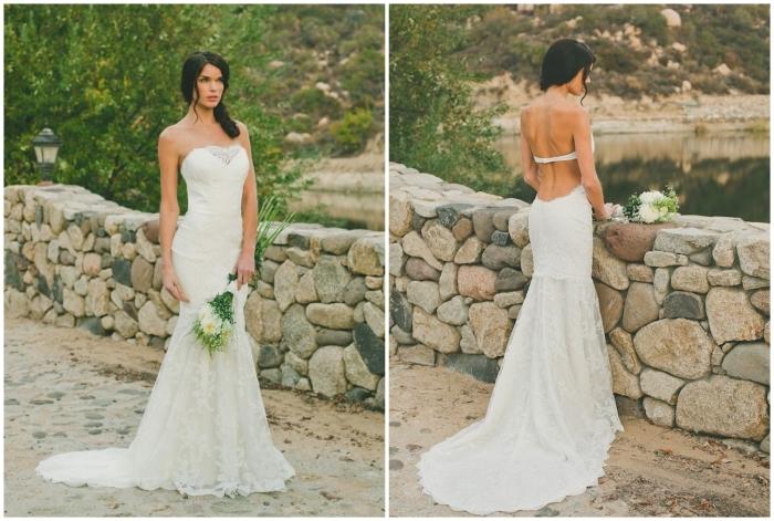 une robe de mariée fourreau effet double look avec un bustier coeur, une bretelle horizontale qui traverse le dos horizontalement