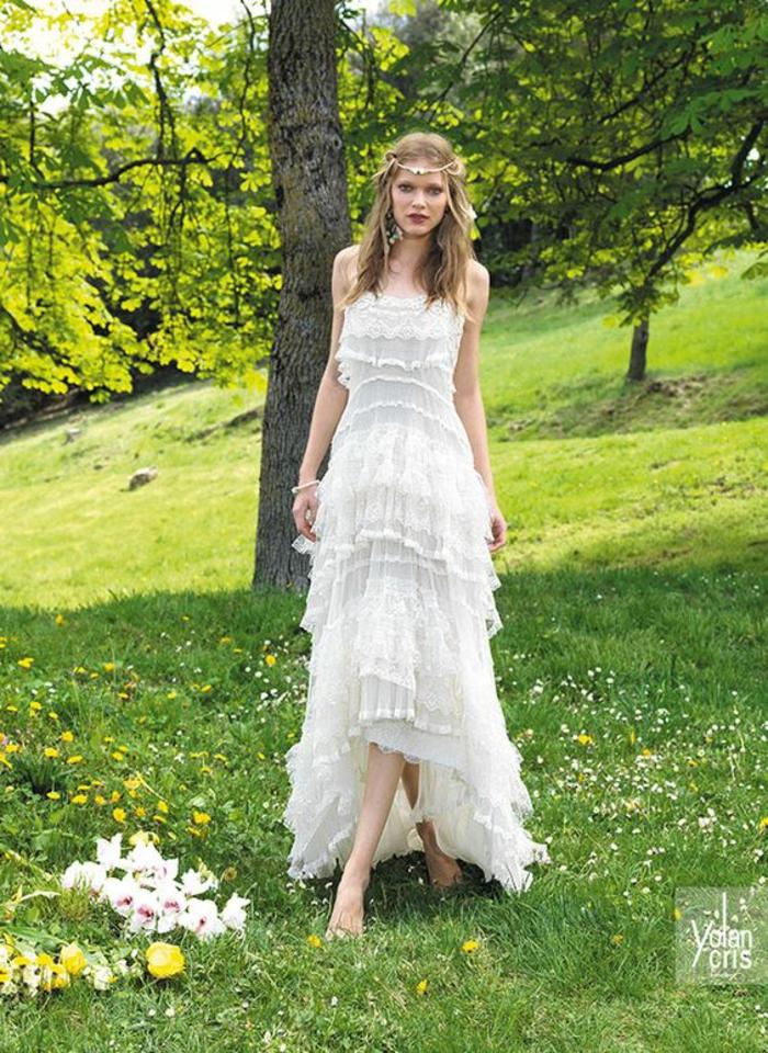 robe boheme mariage, robe de mariée bohème, longueur asymétrique, courte devant, longue derrière, robe blanche boheme, bretelles fines, volants sur toute la longueur