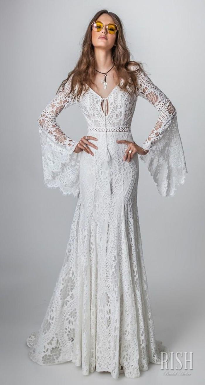 robe champetre chic, robe longue boheme chic, vetement boheme romantique, manches moulantes évasées au bout, jupe longue évasée sur les ourlets accentues par des détails en dentelle