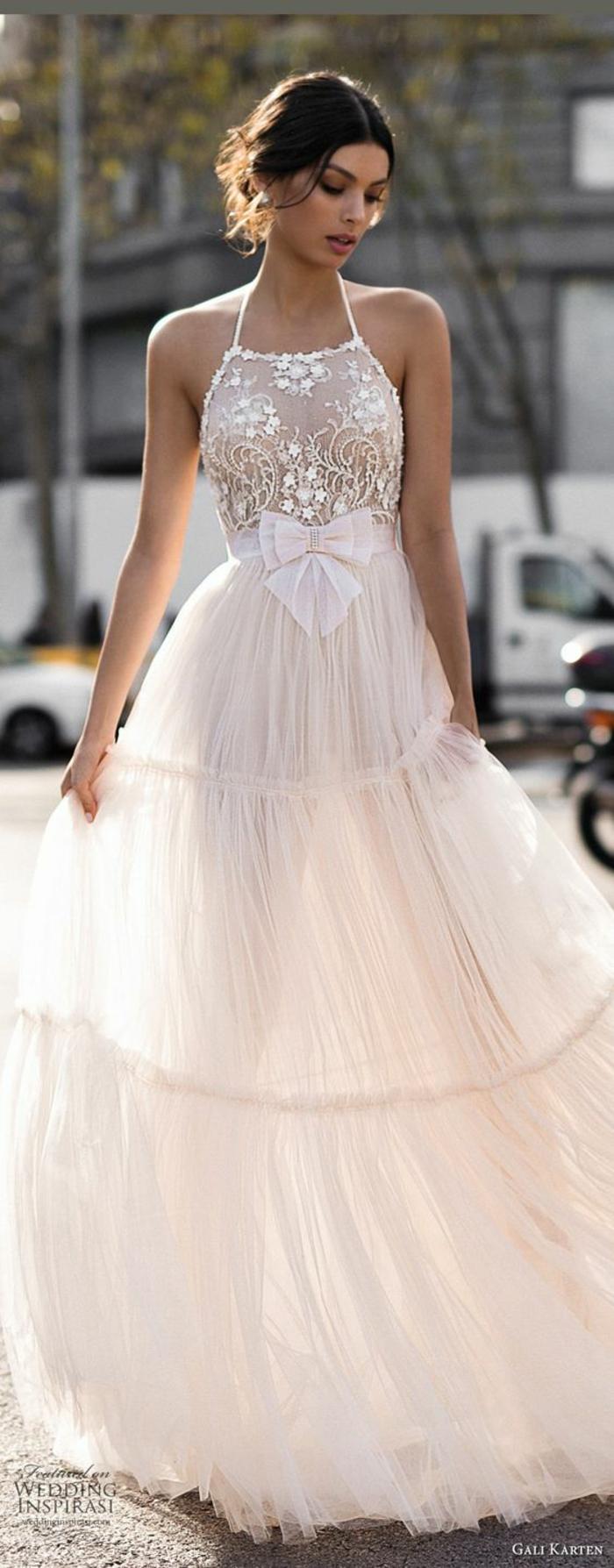 robe boheme longue avec des volants, bretelles fines, robe champetre chic, tenue boheme chic, vetement boheme romantique