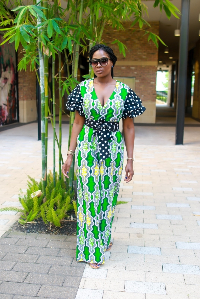modele de robe africaine portefeuille qui mixe l'imprimé africain et l'imprimé pois, adopté sur les manches et la ceinture
