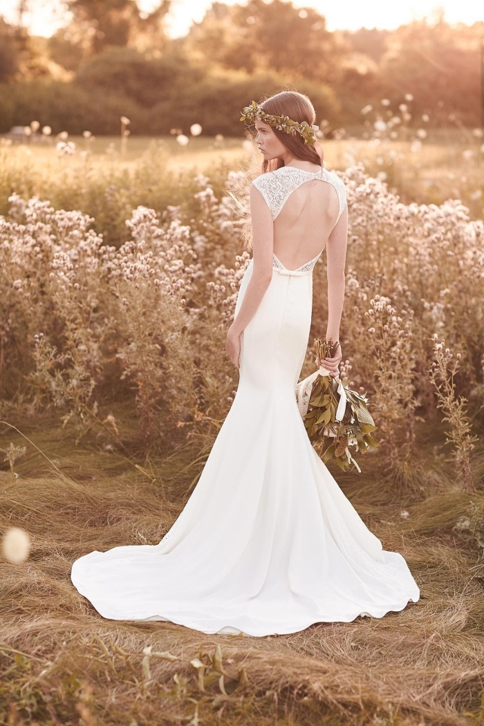 robe de mariée sirène à décolleté dans le dos rond en dentelle pour une silhouette féminine et sensuelle