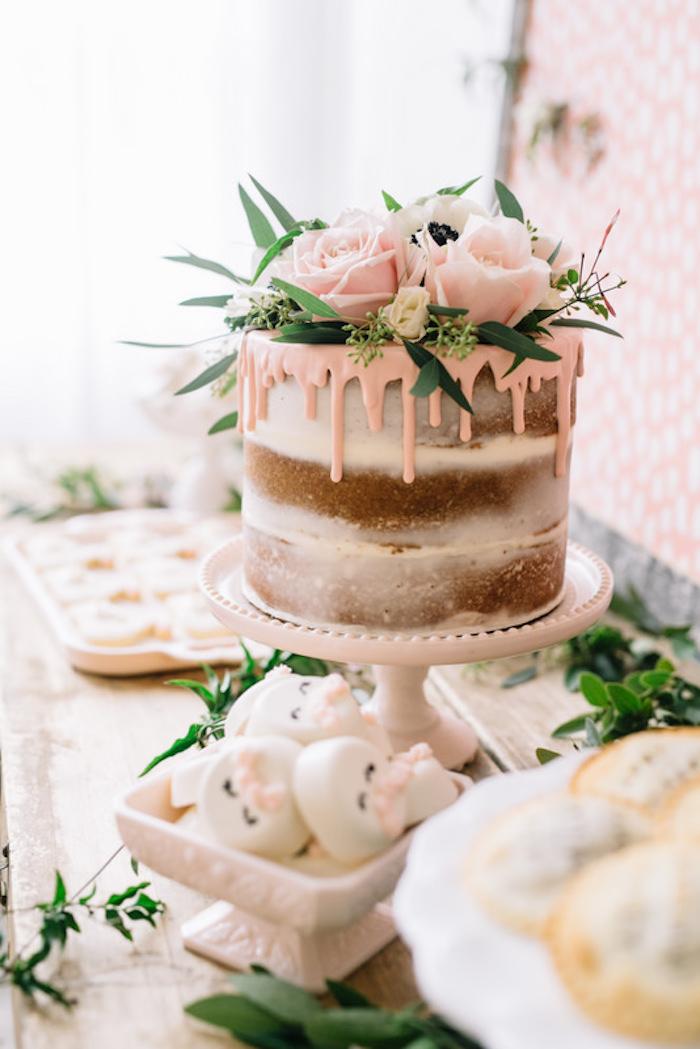 Idée gateau piece montee pour mariage bohème chic, idée gateau top fleurs