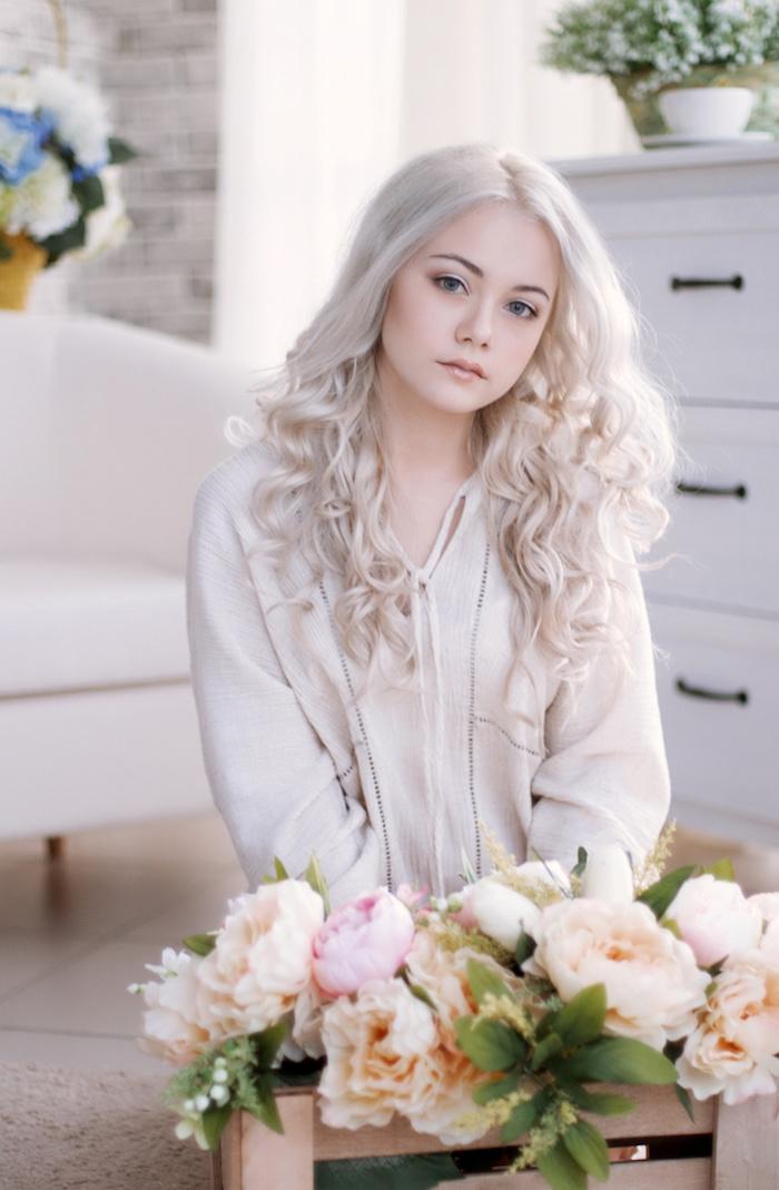 Choisir une belle coiffure mariage cheveux mi long, coiffure mariage boheme chic originale, simple idée de coiffure ondulé pour mariage bohème