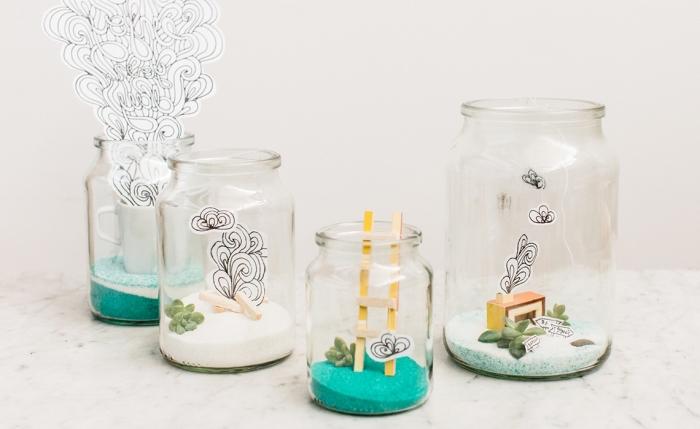 bocal recyclé avec sable coloré et fausses plantes, modèle de terrarium diy avec plantes artificielles, idée déco chambre enfant diy