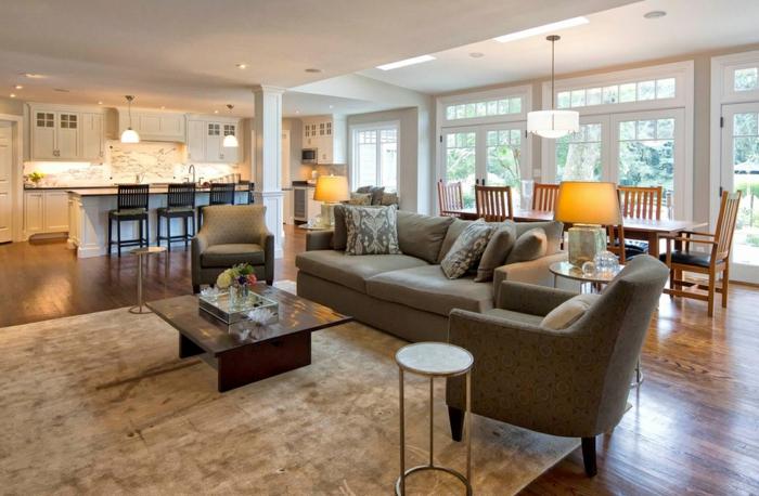 bar de cuisine blanc, chaises noires, petite table basse, sofa confortable, idée cuisine ouverte