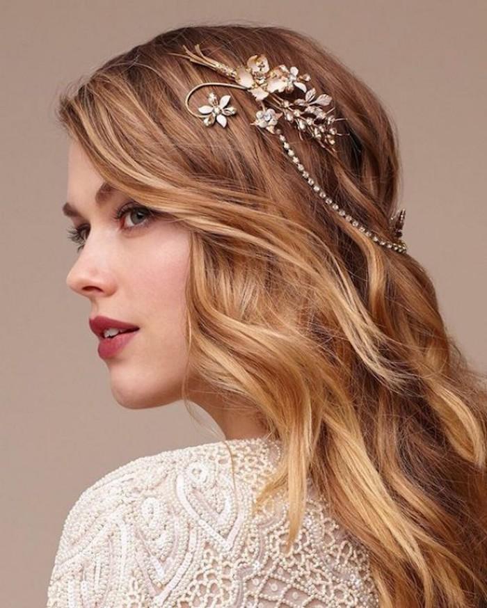 Originale idée de coiffure mariage boheme mais chic avec accessoire mariage joli, chouette idée coiffure été 2018