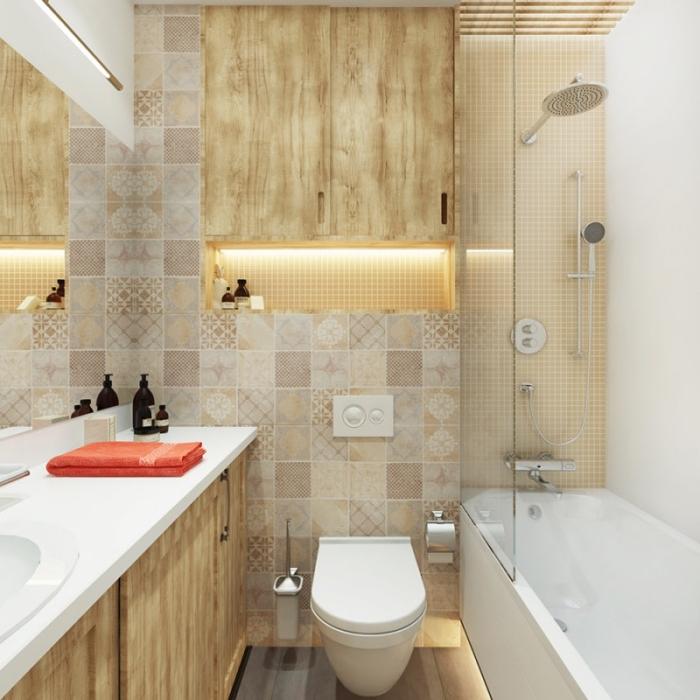 modèle de salle de bain espace limité décorée en couleurs beige et blanc, comment aménager petit espace avec baignoire douche