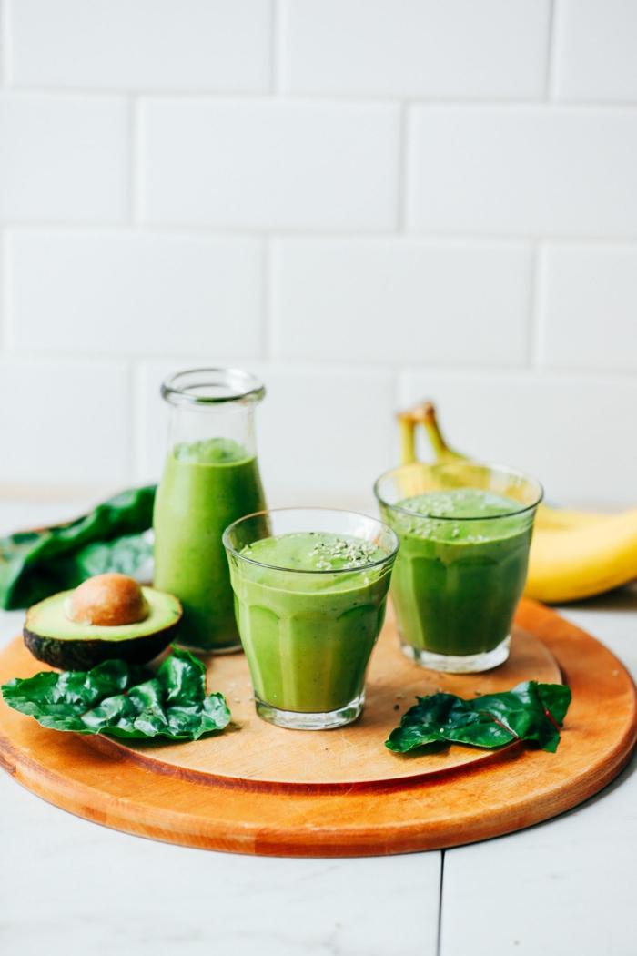 smoothie avocat banane, smoothie aux épinards et à l'avocat, recette boisson vert