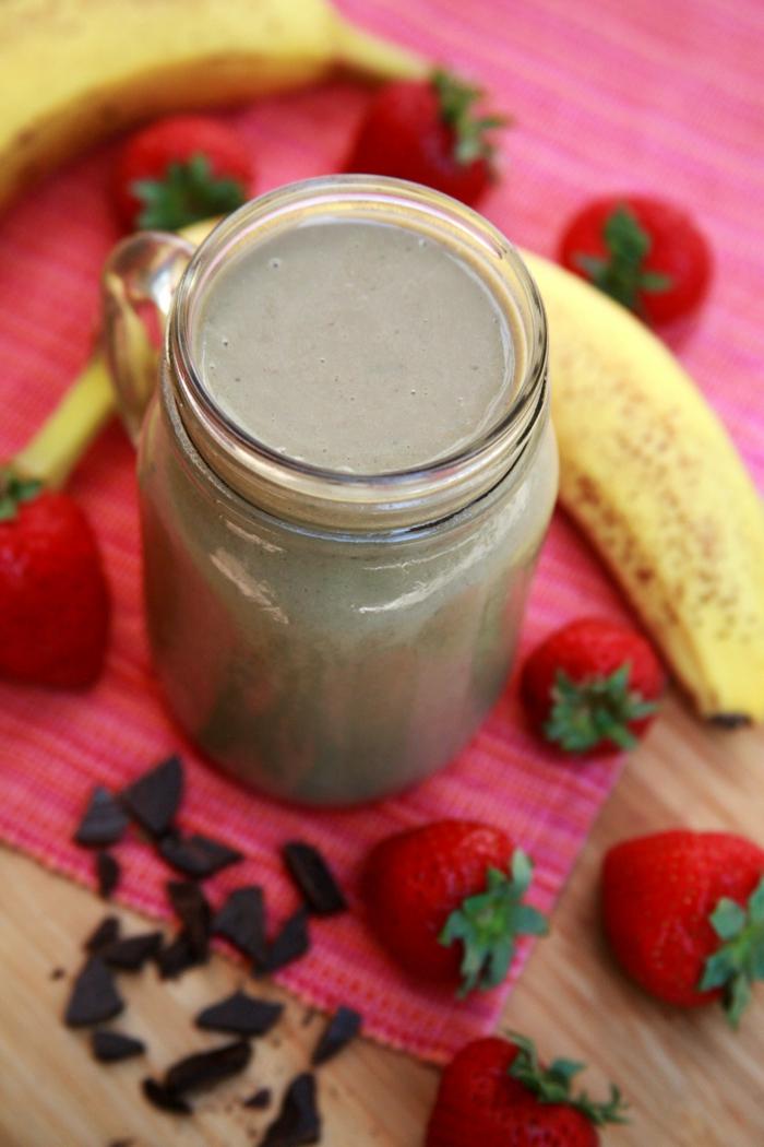 délicieuse combinaison de saveurs et superaliments mixés pour un smoothie sain et tonifiant
