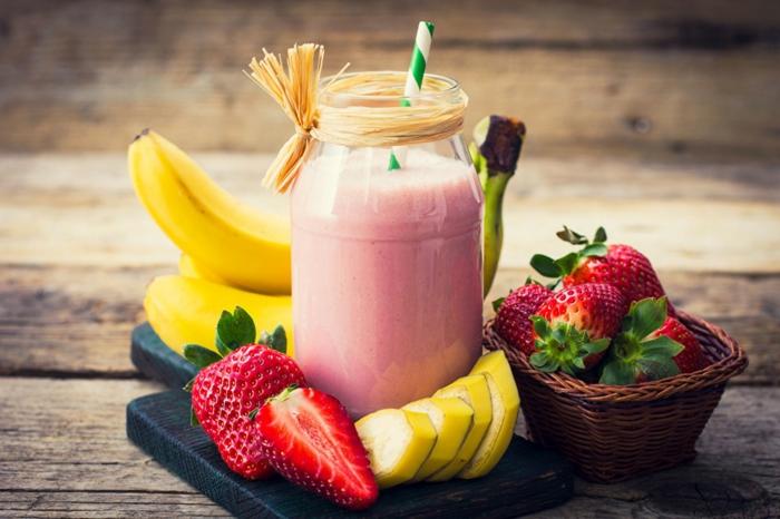 smoothie fraise et banane, smoothie avec des fruits classiques, idées smoothie maison