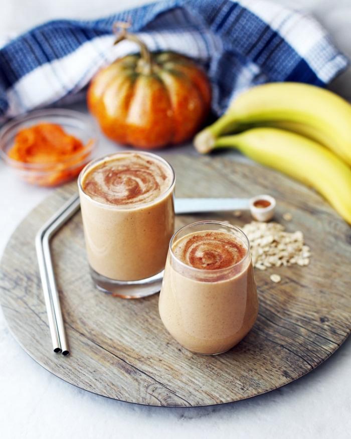 recettes healthy à base de citrouille pour un régime minceur en automne, recette de smoothie protéiné à la courge, banane et cannelle