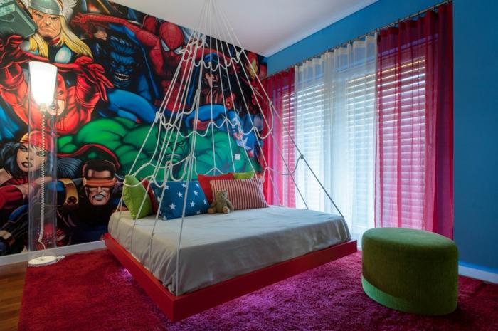 chambre garcon ado pourpre, lit suspendu, tabouret vert, poster mural super héros