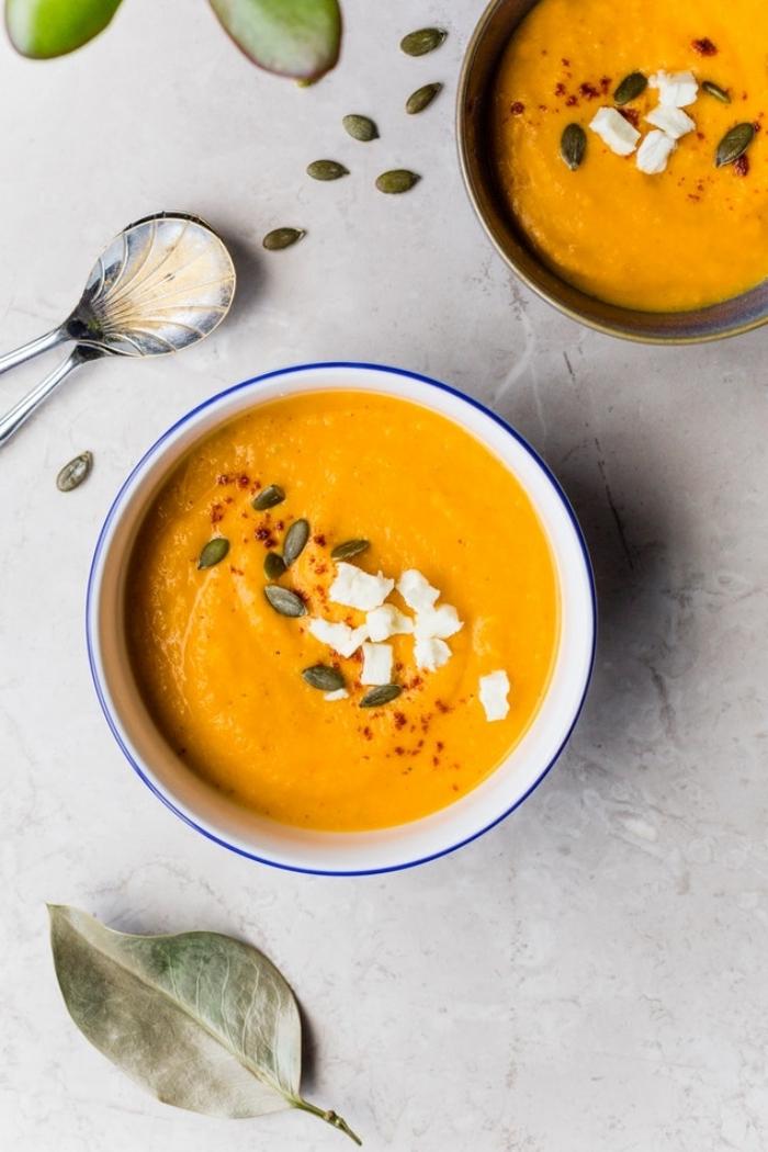 recette facile de velouté de citrouille onctueux et réconfortant pour affronter les jours froids, recettes d'automnes qui réchauffent