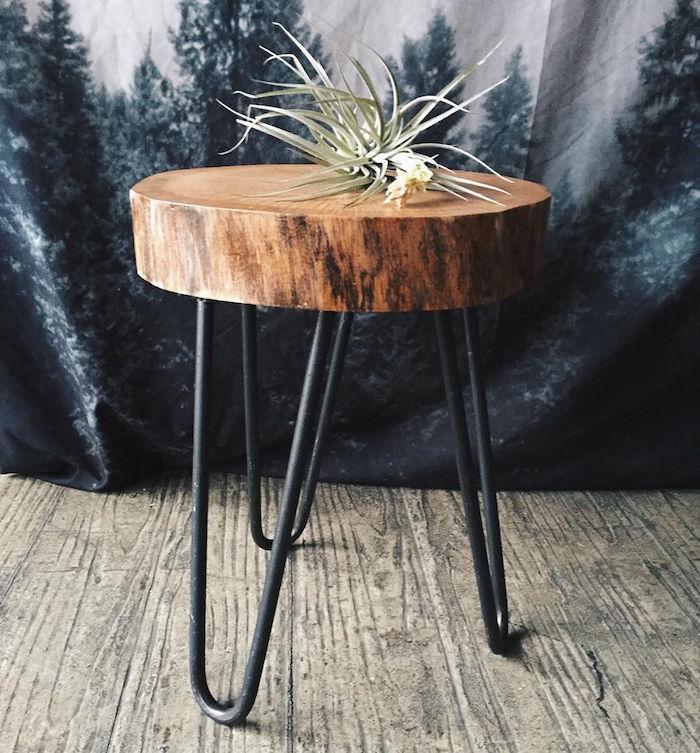 petite table basse en tronc d arbre rustique avec pieds hauts en métal noir