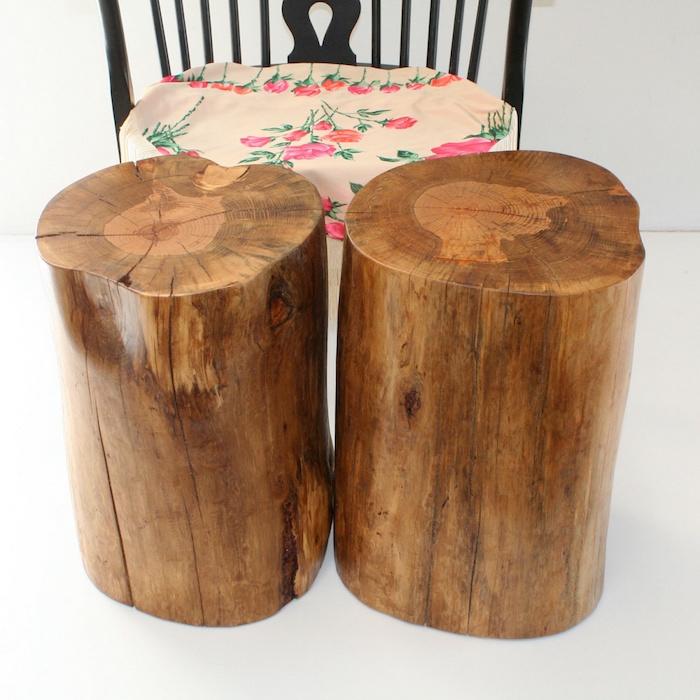 duo de troncs d'arbres poncés et vernis comme tables basses ou tabourets diy