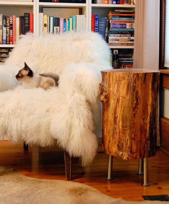 tutoriel pour table basse en tronc d'arbre sur pied metal ikea capita et couverture fauteuil pour déco rustique cosy