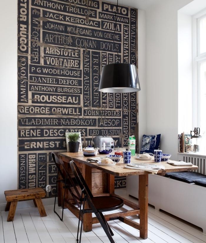 papier peint moderne pour habiller un pan de mur et délimiter le coin repas d'esprit industriel