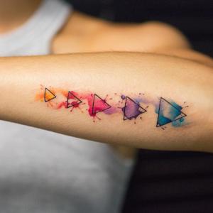 Tatouage aquarelle – une tendance tombée à l'eau ?