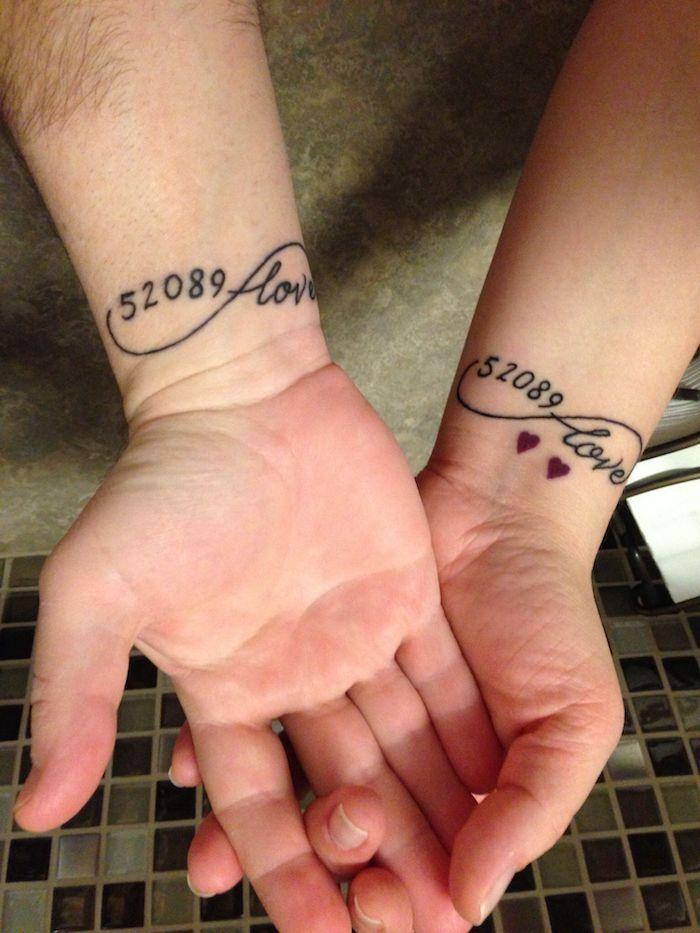 date de la connaissance tatouage amour infini, quel est le symbol de mon tatouage, homme et famme tatous identiques