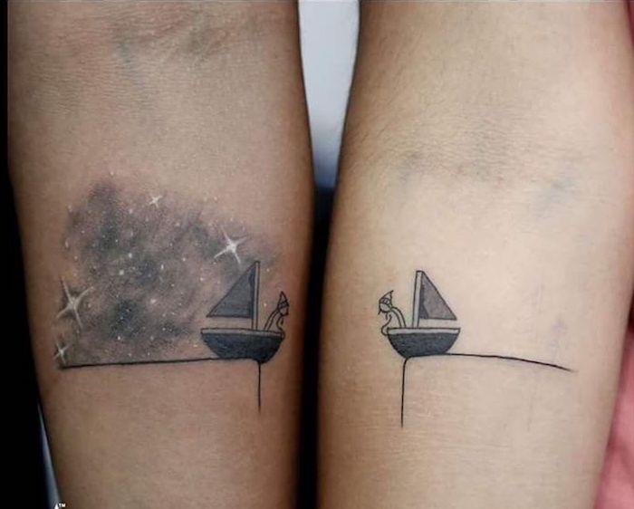 tatouage amour et fidelite, mignon dessin de deux bateaux avec deux amoureux, tatouage en commun, choisir un tattoo discret