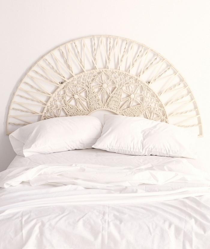 idée macramé technique pour un décor bohème dans la chambre à coucher, modèle de tête de lit en macramé