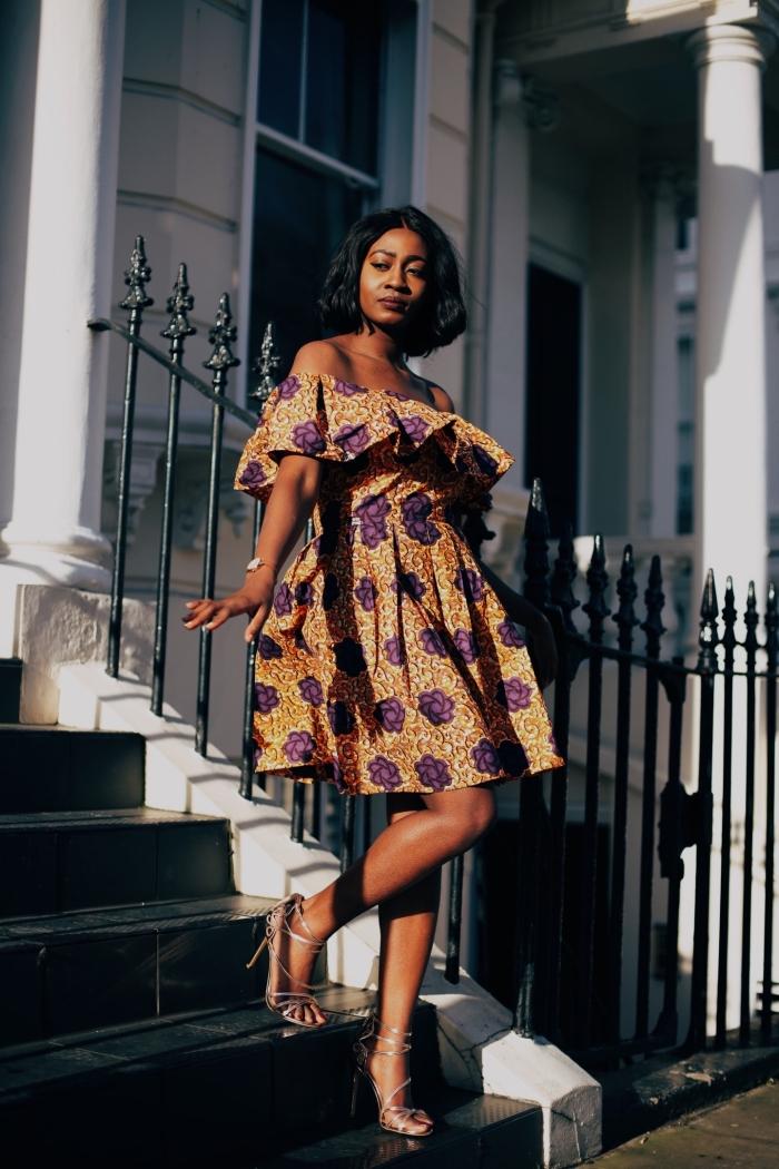 robe patineuse en tissu wax fleuri orange et violet, aux épaules dénudées et à la taille cintrée