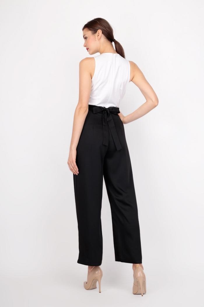 look stylé en blanc et noir pour invitée mariage, modèle de combinaison élégante au pantalon noir et top blanc