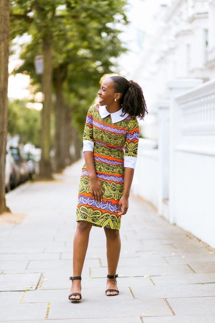 tenue africaine pour la femme stylée au bureau, robe en wax à col et à rebords contrastants