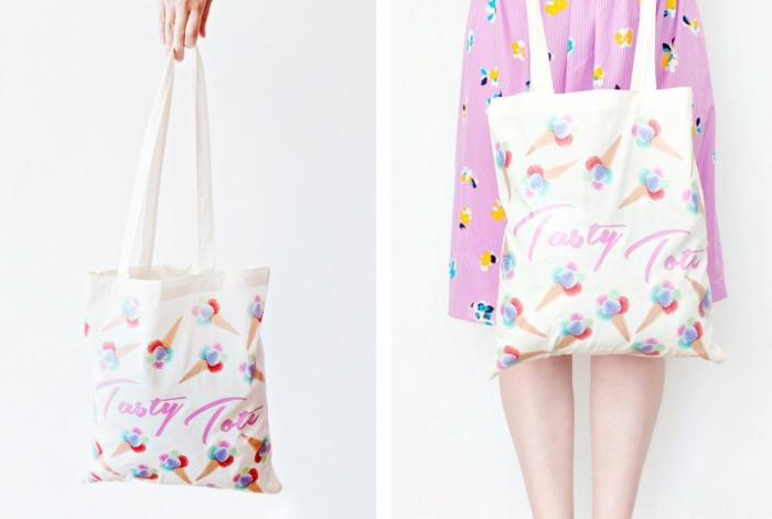 déco de sac cabas blanc avec peinture en teinture textile aux motifs crème glacée avec lettres en feutre tissu rose