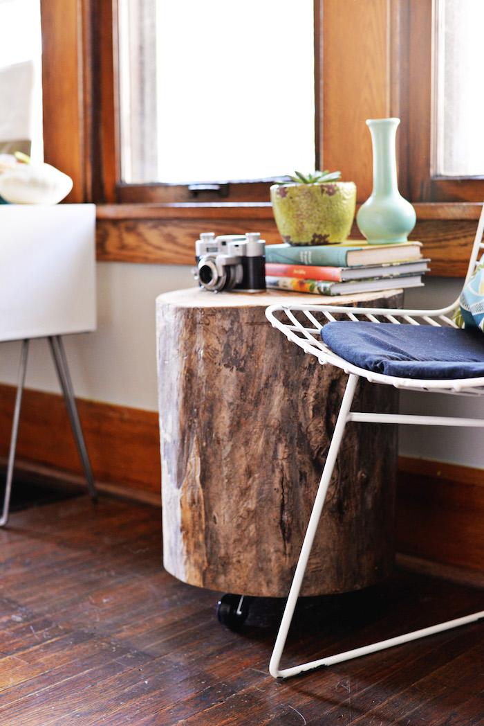 modele meuble de salon diy et table basse tronc d arbre en rondin brut sur roulettes