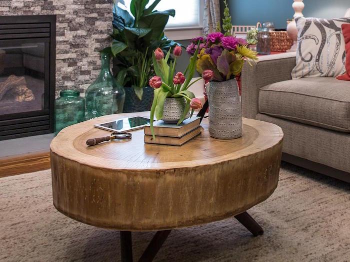table basse tronc épais sur pieds comme meuble de salon en bois brut rustique