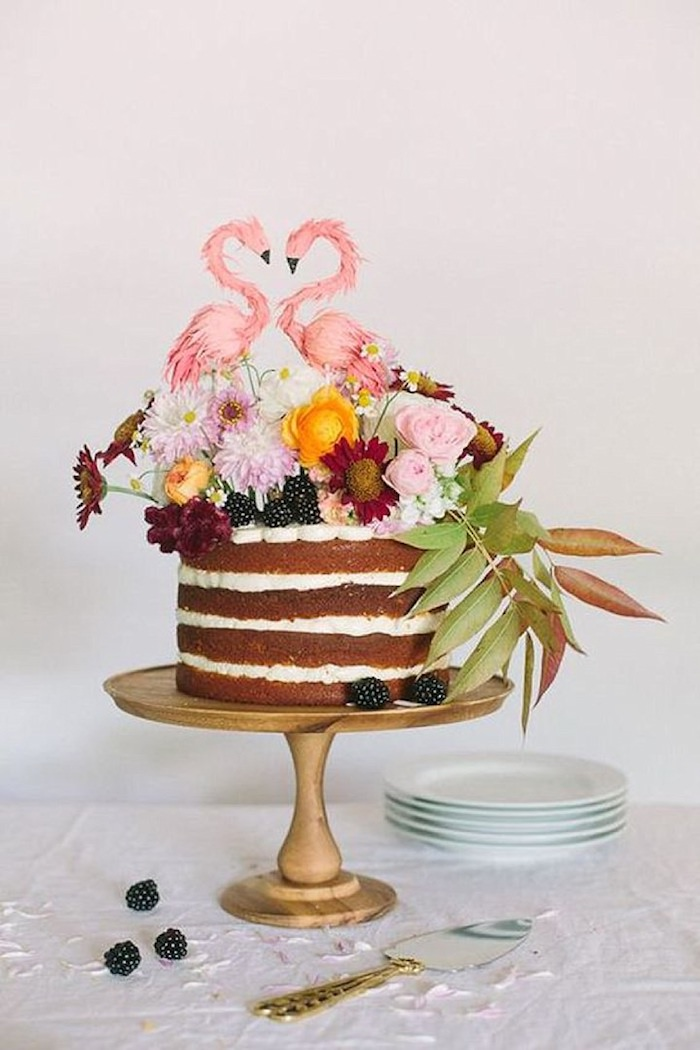 Gateau wedding cake mariage gateau original, gateau de mariage originale avec flamants qui forment un coeur avec les tetes