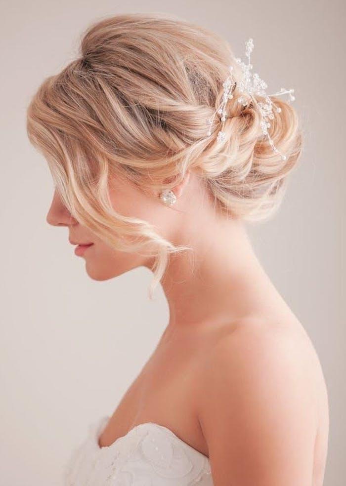Fleurs pour accessoire de coiffure mariage invitée, coiffure simple mariage accessoires bohème