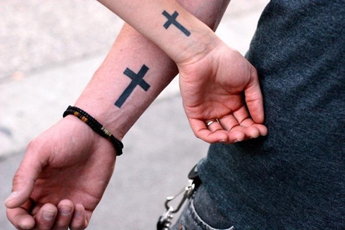 tatouage commun pour couple, tatouage amour éternel, une idée de dessin simple pour moi et mon copain