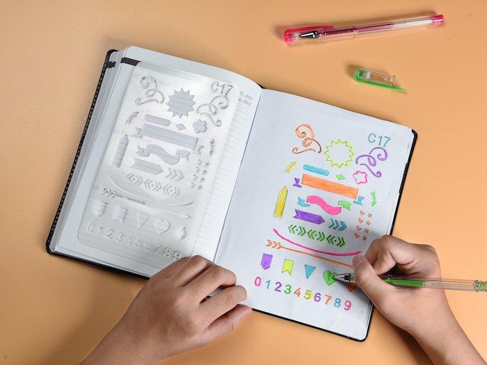 dessins et bordures originales à créer avec une pochoir pour customiser son agenda, activité manuelle pour ado