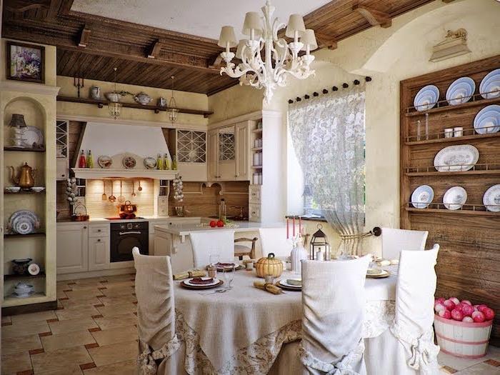 vaiselier bois brut, table nappe gris et chaises housses grises, carrelage original meuble bas blanc, decoration champetre