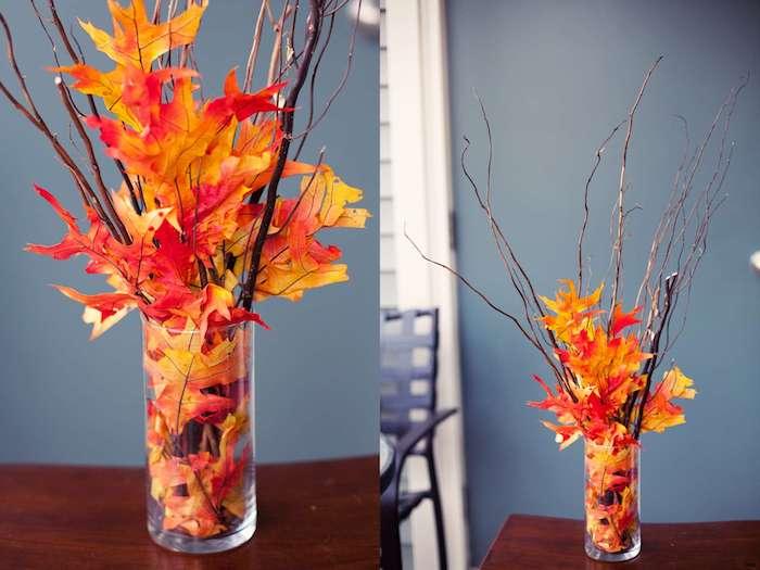 exemple de deco table automne, centre de table en vase de verre rempli de feuilles mortes orange, jaune et rouge avec brindilles bois